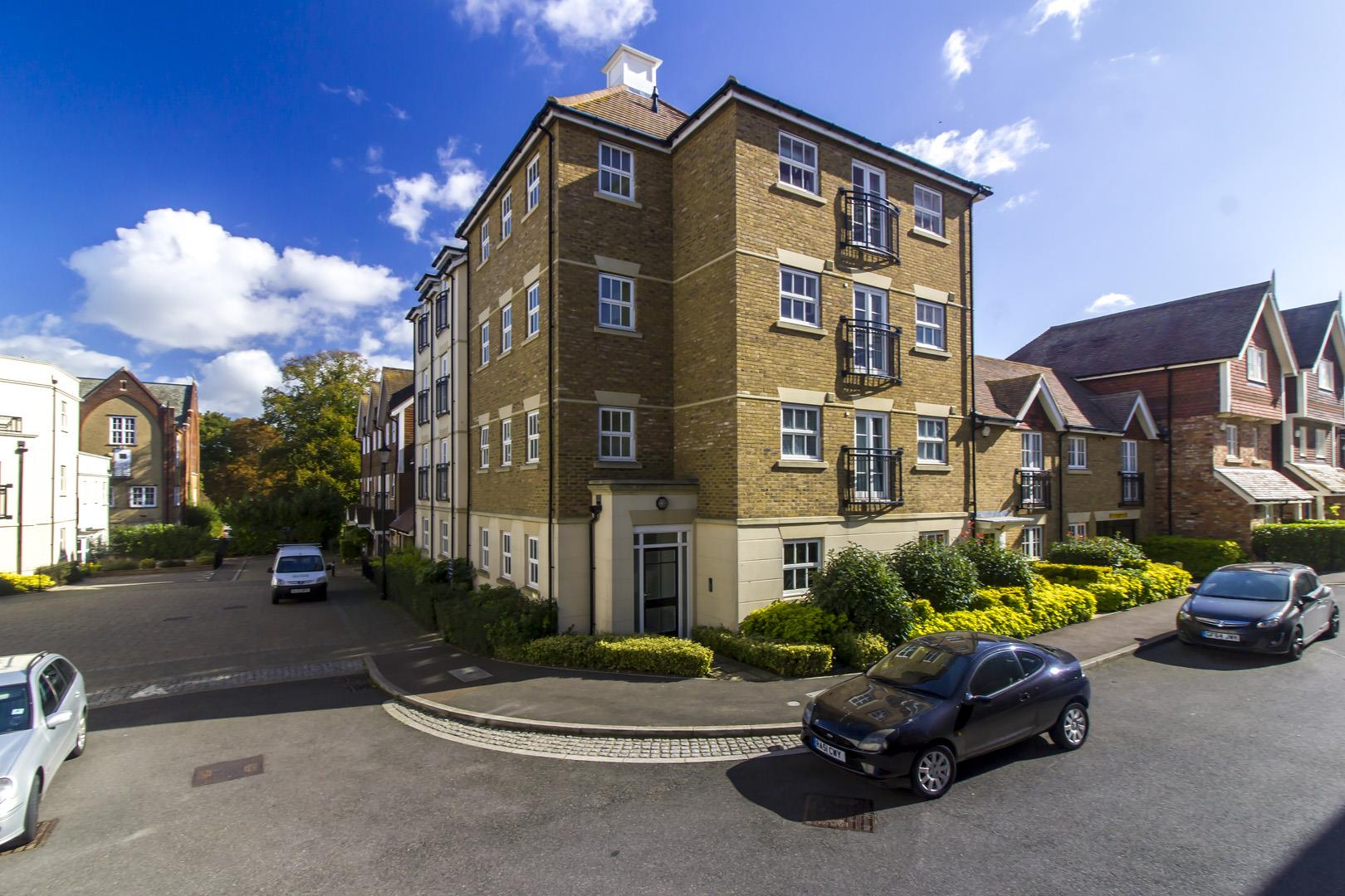 2 Bedrooms Flat for sale in St. Augustines Park, Westgate-On-Sea